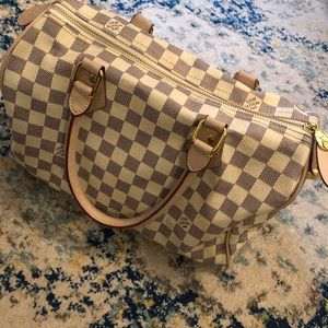 Bag in very nice condition.